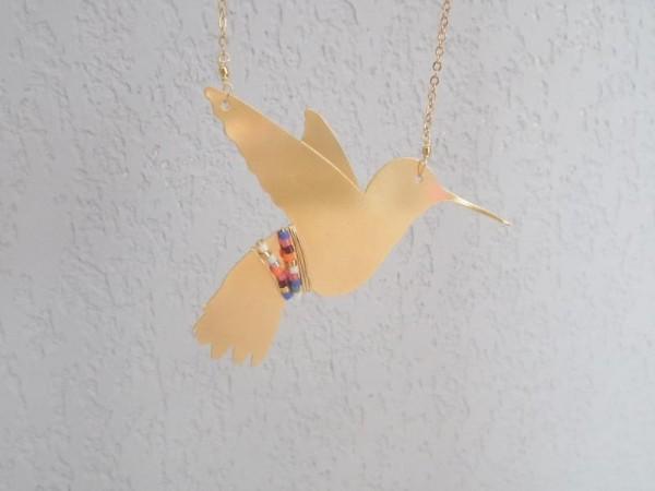 Un oiseau sur la branche 1